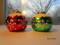 Christmas Salt & Pepper Set Red & Green Snow Capped Ornaments Balls