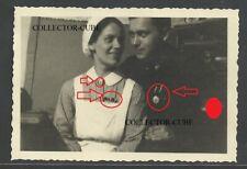 A10886 Foto. WK.2. HJ, Jungvolk mit Mutter DRK Schwester Abzeichen Medaille
