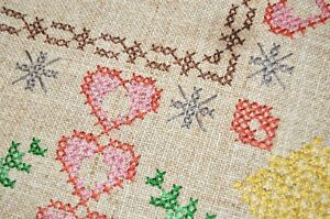 A CHARMING CHRISTMAS OF HEARTS & LOVE! VTG GERMAN HEAVY TABLECLOTH PINK CROCHET