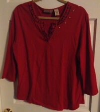 ~Womens Size L Art & Soul Red 3/4 Sleeve V-Neck Knit Top w/Black & Gold Detail!