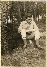 PHOTO ANCIENNE - VINTAGE SNAPSHOT - HOMME FUMEUR FUMER PIPE FORÊT - SMOKING 1962