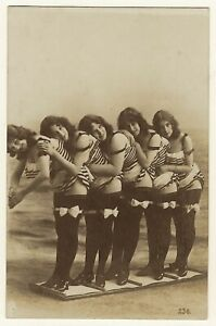 FIVE PRETTY BATHING BEAUTIES ALL IN A ROW : RISQUE