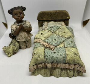VINTAGE SARAHS ATTIC LE  FIGURINES - Muffy & The Prayer Bed Set