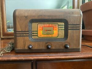 Rare Vintage Traveler Tube Radio in Working Condition