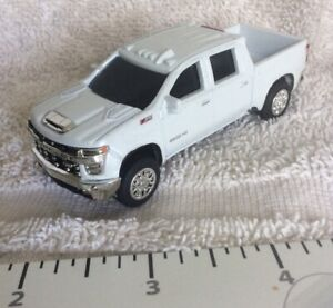 New White Chevy HD2500 4WD Crew Cab Pickup,die-cast Metal 1/64 Scalenice detail.