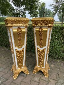 French Louis XVI style wooden Pedestal/Colums in Gold and White With Marble Top