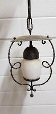 Lampe extérieure ancienne fer forgé et métal. Aspect noor mat.