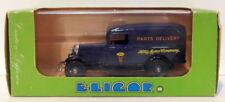 Camions miniatures bleus Eligor