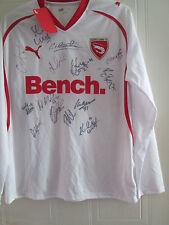 Morecambe 2010-2011 Squad Firmado Away camiseta de fútbol BNWT Flt Carta Coa / 39595