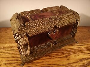HIGHLY COLLECTIBLE, UNUSUAL, LARGE VICTORIAN TRAMP ART BOX c.1875