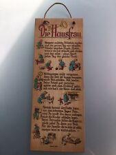 """""""Die Hausfrau"""" - Spruch auf Wandtafel"""
