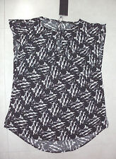 Portmans: Size: 10. Quality Stylish Black/White Scrathe Print, Small-Sleeve, Top