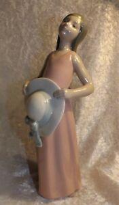 """Vintage LLADRO  """" Girl In Pink Dress & White Hat - Superb Porcelain Figure 5008."""