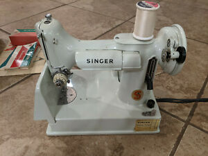 Singer Featherweight Model 221K Sewing Machine White with Travel Case