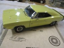 Danbury MINT 1969 DODGE CHARGER R/T 426 HEMI   1:24  with TITLE '69 YELLOW