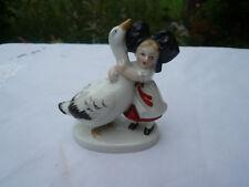 Alte antike Wagner & Apel Figur Mädchen mit Ente Schwan Gans Vogel handbemalt