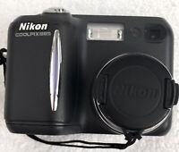 Nikon COOLPIX 885 3.2MP Digital Camera - Black With Lowepro Case.
