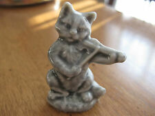 CAT WITH FIDDLE  FIGURINE COLOUR GREY ( WADE PORCELAIN ) WHIMSIES