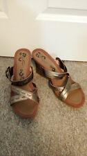 BNWT Hush Puppies Glade Brown Gold Wedge Heel Buckle Sandals UK Size 8 RRP: £45