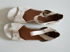Size 8 White Leather Clarks Ladies sandals