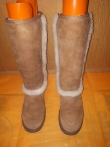 UGG Boots ladies Mid Top Brown In Bueatful Conditions Size 5.5