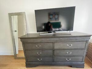 Bedroom Set Including 2 Night Stands And A Dresser