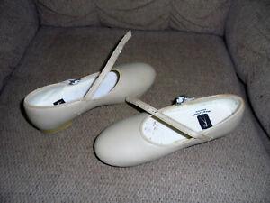 Revolution  Tap Shoes, Tan Sz 5 AD EUC