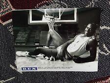 """8"""" X 6"""" foto de agencia de prensa-Shaquille O 'Neal con Gatito-Baton Rouge 1991"""
