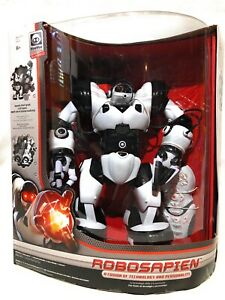 WowWee Robosapien 8081 Humanoid Toy Robot Classic Complete New  With Remote