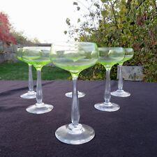 verre de couleur chartreuse ou ouraline en cristal baccarat ? st louis ?autres ?