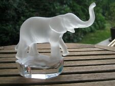 GOEBEL Elephant en cristal sur pied