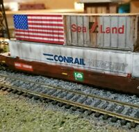 ATHEARN Weathered HUSKY STACK WELL CAR ARZC WITH 3 CONTAINERS flag  HO patched