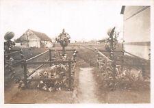 Franz. Gräber mit Stahlhelm bei Albert Frankreich