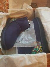 UGG CLASSIC MINI, Liberty Limited Edition Blu Scuro Stivali, Taglia 5.5 nella casella Nuovo di Zecca