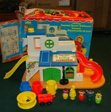 VINTAGE TOY FISHER PRICE LITTLE PEOPLE CLUBHOUSE SESAME STREET #937 WITH BOX