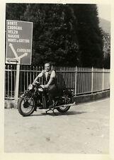 PHOTO ANCIENNE - VINTAGE SNAPSHOT - MOTO MOTOCYCLETTE ITALIE PANNEAU - MOTORBIKE