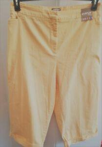 Avenue womens plus size 26 capri pants yellow pants  never worn see description