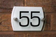 Targhe e cartelli con numeri e lettere per la decorazione della casa