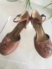 Ladies Ravel summer/evening/office shoes size 5 brown
