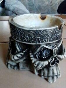 Aschenbecher Totenkopf Dreifach Skull Gothic Mittelalter Horror  9 x 9 cm