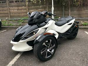 Can-Am Spyder RSS Semi-Auto (SE5) 2015 only 2600 miles!
