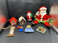 VINTAGE HANDMADE CHRISTMAS PLASTIC CANVAS NEEDLEPOINT SANTA & ORNAMENTS