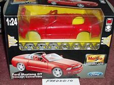 MAISTO 2004/2005 FORD MUSTANG GT CONVERTIBLE CONCEPT RED MODEL KIT 1/24