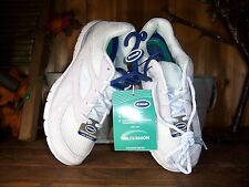DR SCHOLLS LADIES ATHLETIC SNEAKERS SIZE 6 COLOR TAN WHITE GEL CUSHION CASUAL
