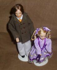 Puppenstubenpuppen Vater und Tochter machen einen Ausflug