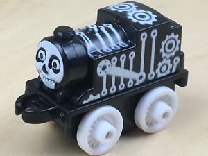 Fisher Price - Thomas and Friends Mini SPOOKY THOMAS - Collectable Mini
