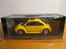 ( GOR ) 1:18 AUTOART VW NEW BEETLE nuevo emb. orig.