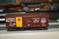 UNION PACIFIC  40FT BOX CAR 1/87 h0 scale for layout RTR WALTHERS ATHEARN U.P.