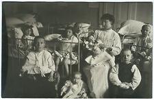 cpa carte photo vers 1910 un orphelinat ou hôpital / nourrice enfants