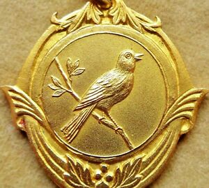 ANTIQUE STYLE VINTAGE ART MEDAL PENDANT TO THE FINCH BIRD - 1962 CHAMPION BIRD